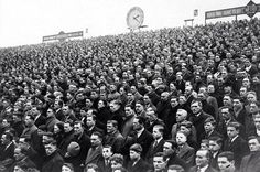 Clock End Joins the Minute Silence in Honour of Herbert Chapman Wenger Arsenal, Arsenal Fc, Football Stadiums, Football Soccer, Fa Community Shield, Professional Football, Premier League, Clock, In This Moment