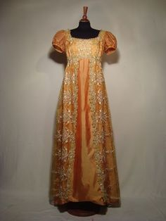 Empire style dress, 1810 Regency… lets go back to this!