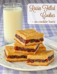 Raisin Filled Cookies - made as cookie bars. The recipe uses a soft cookie dough in a time saving, easy, no-roll method to enjoy all the flavour of the old fashioned favourite in less time. (Christmas Recipes Old Fashioned) Baking Recipes, Cookie Recipes, Dessert Recipes, Dessert Ideas, Potluck Desserts, Frosting Recipes, Easy Desserts, Breakfast Recipes, Cookie Bars