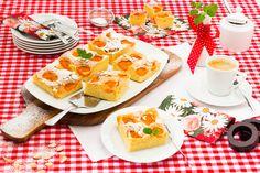 Schwups gezaubert! In wenigen Minuten den Teig zusammenrühren, mit Marillen belegen und dann für 40 Minuten ab in den Backofen. QimiQ Saucenbasis sei Dank wird der Kuchen besonders flaumig und saftig. Strudel, Parfait, Yummy Food, Delicious Recipes, Waffles, French Toast, Food Porn, Breakfast, Cake