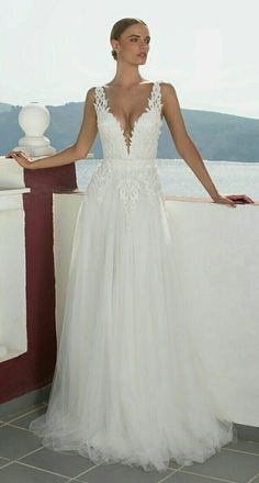Low cut dress www.planmywedding.co.za