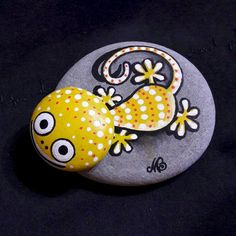Easy Paint Rock For Try at Home (Stone Art & Rock Painting Ideas) Pebble Painting, Dot Painting, Pebble Art, Stone Painting, Stone Crafts, Rock Crafts, Diy And Crafts, Arts And Crafts, Rock And Pebbles