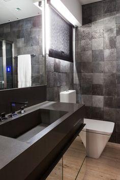 O escritório Díptico conseguiu tornar este banheiro com apenas 5,15 m² em um verdadeiro oásis.