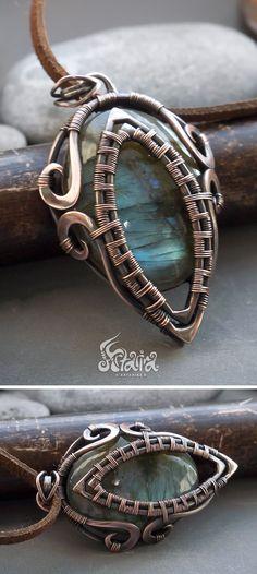 Labradorite pendant // Green labradorite copper wire wrapped necklace // Wire wrap labradorite pendant necklace // Wire wrap jewelry #wirejewelry