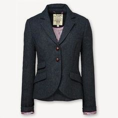 Flatteration!! Loving the shape of this blazer!