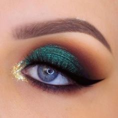 Stunning Christmas Green Eyeshadow Makeup Ideas You Must Know; Makeup Looks; Exotic Makeup, Beautiful Eye Makeup, Beauty Makeup, Gorgeous Eyes, Makeup Black, Makeup For Green Eyes, Eye Makeup Glitter, Eyeshadow Makeup, Eyeshadows