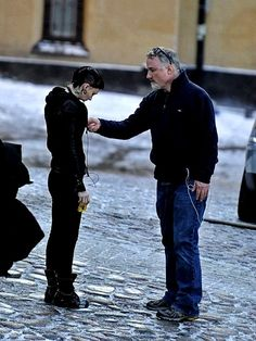 Rooney Mara and David Fincher rehearsing the final scene in The Girl with the Dragon Tattoo.