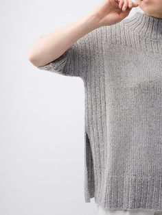 Maai and Pebble converge with ease, providing depth to this soft, structured silhouette. Featuring high side vents, ribbing and a low funnel neck, Truss is an every day versatile tunic. Chunky Crochet, Knit Crochet, Knitwear Fashion, Knitted Poncho, Crochet Cardigan, Knitting Designs, Free Knitting, Knitting Patterns, Knitting Ideas
