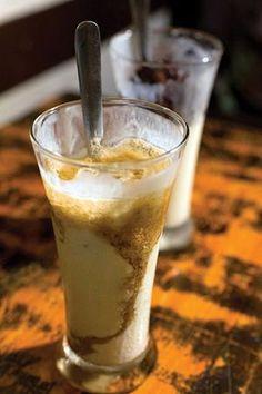 Cafe Duy Trí, 43 Yên Phụ nổi tiếng hàng chục năm nay với món sữa chua tự làm béo ngậy, chua chua, cùng cách trang trí độc đáo, đẹp mắt sẽ làm hài lòng bất kỳ thực khách nào đến đây. 15.000đ