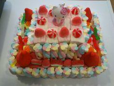 Tarta de 2 pisos con nubes+ gominolas +lenguas pica con llavero de Hello Kitty