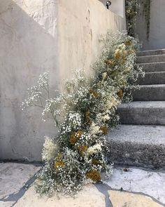 Chic winter wedding staircase foliage ideas for the cool, modern bride. Wedding Flower Arrangements, Wedding Bouquets, Floral Arrangements, Wedding Dresses, Floral Wedding, Wedding Flowers, Wedding Day, Wedding Games, Gold Wedding