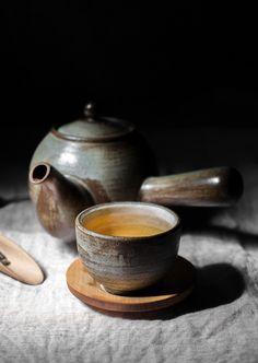 Antique Ceramic Tea Cup Ideas With Japanese Style Matcha, Tee Set, Tea Culture, Japanese Tea Ceremony, Chinese Tea, My Cup Of Tea, Chocolate Coffee, Mini Desserts, Chai