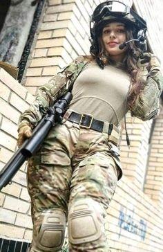 Chlomidiosis - girls´n guns - Women in Uniform Female Army Soldier, Military Girl, Military Women, Girls Uniforms, Hot Girls, Guns, Beautiful Women, Army Girls, Airsoft