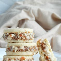 Cañoncitos de dulce de leche y palmeritas dulces / Miicakes Dessert Simple, Bake Sale Packaging, Peruvian Recipes, Tasty, Yummy Food, Macaroons, Easy Desserts, Sweet Recipes, Cookie Recipes