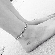 Piccoli e sofisticati tatuaggi sul piede: foto e consigli