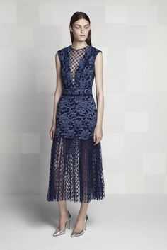 Tadashi Shoji Resort 2016 Fashion Show Fabulous Dresses, Simple Dresses, Dresses For Work, Runway Fashion, Fashion Show, Fashion Design, Fashion Glamour, High Fashion, Textiles