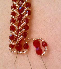 Seed bead jewelry Double Row Flat Spiral Stitch Bracelet - MyAmari ~ Seed Bead Tutorials Discovred by : Linda Linebaugh Bead Jewellery, Seed Bead Jewelry, Seed Beads, Perler Beads, Beaded Jewelry Patterns, Bracelet Patterns, Bead Patterns, Stitch Patterns, Seed Bead Tutorials