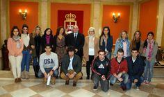 Foto de familia: Escuela Europea y el Alcalde de Oviedo.