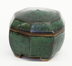 Studio art pottery, Byron Temple, Stoneware lidded hexagonal green-glazed container
