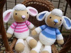 Lulu et Lollo agneau Crochet Pattern (disponible en anglais ou en Français) chaque agneau mesure environ 38cm (15 po) de hauteur en position