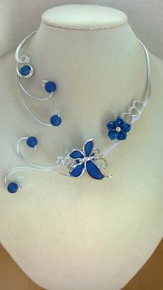 Butterfly necklace Aluminium wire necklace by LesBijouxLibellule Aluminum Wire Jewelry, Handmade Wire Jewelry, Wire Necklace, Wire Wrapped Necklace, Beaded Necklaces, Bleu Royal, Royal Blue, Bridesmaid Jewelry, Wedding Jewelry