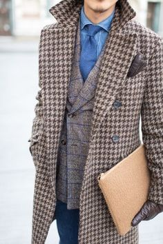Luv the oversized houndstooth. Sharp Dressed Man, Well Dressed Men, Man's Overcoat, Dapper Men, Mens Fashion, Fashion Outfits, Gentleman Style, Looks Style, Men Dress