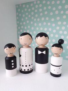Houten poppetjes :: Poppenhuisenmeer Wood Peg Dolls, Clothespin Dolls, Wood Toys, Matryoshka Doll, Kokeshi Dolls, Wooden Painting, Bois Diy, Architecture Tattoo, Funny Tattoos