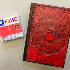 Fimo Leather Effect -massasta voit tehdä vaikka kirjankannet. Leather, Fimo