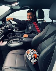 "Bruno Fernandes no Instagram: ""@anaapinho_ I'm bringing something new for our living room decor 😂⚽️"" Manchester United Wallpaper, Manchester United Legends, Man Utd Fc, Book Maker, Big Six, Man United, Premier League, Car Seats, Bring It On"