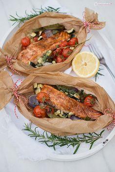 RECIPE: Teriyaki salmon vegetable packets with lemon-honey butter- REZEPT: Teriyaki Lachs Gemüse Packerln mit Zitronen-Honig-Butter Teriyaki - Baked Teriyaki Salmon, Baked Salmon Recipes, Shrimp Recipes, Fish Recipes, Baking Recipes, Healthy Recipes, Cajun Salmon, Proper Tasty, Gourmet
