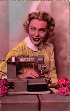 Alte col. AK Berufe Dame mit Elna Nähmaschine (Elna sewing machine) advertisement photo