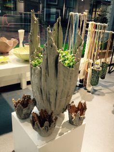 Krukke av betong på tekstil Planter Pots, Vase, Home Decor, Flower Vases, Home Interior Design, Decoration Home, Vases, Plant Pots, Home Decoration