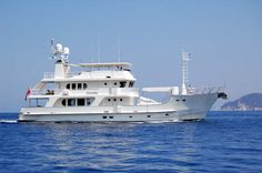 95 Inace Explorer Aft House Yacht available. Expedition trawler yacht designs and brokerage 80 feet and larger. House Yacht, Trawler Yacht, Explorer Yacht, Big Yachts, Maui Travel, Yacht Design, Boat Plans, New Construction, Yachts