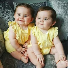 Keep the best memory of your loved baby! Cute Baby Boy Photos, Twin Baby Photos, Cute Baby Twins, Cute Baby Couple, Cute Kids Photos, Twin Baby Girls, Baby Girl Images, Cute Baby Videos, Cute Funny Babies