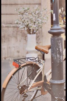 A bicycle. I always want to ride a bicycle. Bike Photography, Spring Photography, Old Bikes, Bike Style, Jolie Photo, Vintage Bicycles, Simple Pleasures, Vintage Love, Vintage Heart