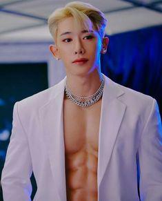 Pretty Men, Pretty Boys, Beautiful Men, K Pop, Wonho Abs, Abs Boys, Fitness Inspiration Body, Pose Reference Photo, Won Ho