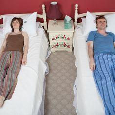 """Das Divorce-Hotel: Ein Wochenende im Hotel und Sie sind geschieden – was klingt wie ein schlechter Scherz, ist das (ernst gemeinte) Konzept von """"Divorce Hotel"""". Das holländische Unternehmen quartiert unglückliche Ehepaare 48 Stunden lang in einem Scheidungs-Hotel ein, in dem sie sich über Finanzen und Kinder einigen können: http://www.travelbook.de/service/Divorce-Hotel-Urlaubsangebot-Zum-Scheiden-ins-Hotel-538514.html"""