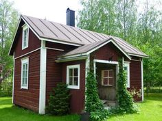 Dreamy grandmas cottage from Finland Scandinavian Cottage, Wooden Cottage, Wooden Buildings, Swedish House, Old Farm Houses, Tiny House Design, Little Houses, My Dream Home, Building A House