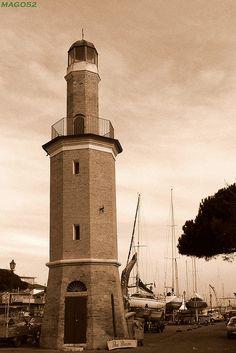 Antico faro Cervia, in Emilia Romagna. #faro #Adriatico #lighthouse #marAdriatico