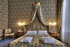 Discover this small century Venetian palace facing the Grand Canal, its view of the Rialto Bridge of Venice and the charm of the Hotel Al Ponte Antico. Venice Italy Hotels, Venice Hotel, Rialto Bridge, Grand Canal, Bed, Furniture, Home Decor, Portal, Europe