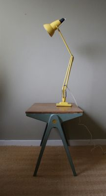 Anglepoise lamp - George Cawardine for Herbert Terry & Sons. Also like the wall floor combo. Just like my bedroom! Timber Furniture, Diy Pallet Furniture, Anglepoise Lamp, Task Lamps, Industrial Lighting, Lamp Light, Vintage Designs, Workshop, Objects
