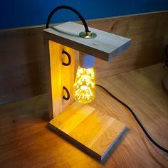 Lampe en bois de hêtre et ampoule led #ChristopheMoi #DIY Led, Lighting, Instagram Posts, Home Decor, Illustrator, Light Bulb, Cabin, Decoration Home, Room Decor