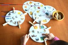Beginning Sound Activity Cards Bilingual Kindergarten, Bilingual Education, Kindergarten Classroom Organization, Guided Reading Table, Diy And Crafts, Crafts For Kids, Dora, Jolly Phonics, Phonological Awareness