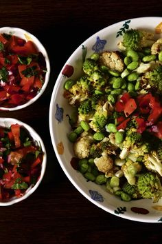 A simple roasted romanesco cauliflower salad with a jolly sweet pepper salsa makes a lovely Christmas side dish, just look at all these lovely festive colours! Pesto Tortellini, Pesto Pasta Salad, Kale Pesto, Roast Recipes, Salad Recipes, Basil Pesto Sauce, Roasted Cauliflower Salad, Easy Summer Salads, Stuffed Sweet Peppers