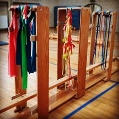 Die Waschanlage kam bei den Kleinen und Großen total gut an. Alle sind am Ende sauber raus gekommen. #kinderturnenmachtspaß #kindergartenkinder #kinderturnen #elternkindturnen #bewegungslandschaft #bewegungsdrang #bewegungtutgut #turnen #waschanlage Sports Activities For Kids, Games For Kids, Pe Lessons, Far, Impulse, Gymnastics, Exercise, Kid, Kids Sports