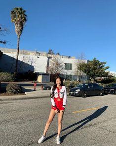 Your source of news on YG's current biggest girl group, BLACKPINK! Blackpink Jennie, Lisa, Blackpink Fashion, Korean Fashion, South Korean Girls, Korean Girl Groups, Jenny Kim, Rapper, Blackpink Members