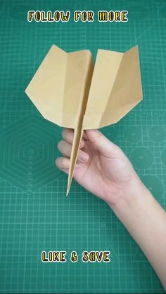 Paper Airplane Folding, Make A Paper Airplane, Paper Folding Crafts, Airplane Crafts, Cool Paper Crafts, Fun Crafts To Do, Paper Crafts Origami, Diy Crafts Hacks, Diy Crafts For Gifts