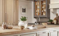 Edwardian Townhouse, a Classic Kitchen by AndrewRyan.ie. Craftsmanship since 1973.