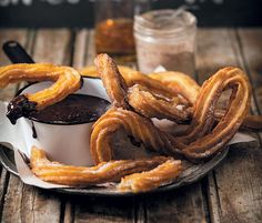 Churros en sjoko-fudgesous - rooi rose Churros, South African Recipes, Ethnic Recipes, Onion Rings, Recipe Today, Something Sweet, Bacon, Deserts, Sweets