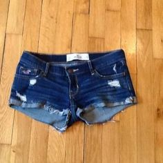 I just discovered this while shopping on Poshmark: Hollister jean shorts size 23 waist.. Check it out!  Size: 23